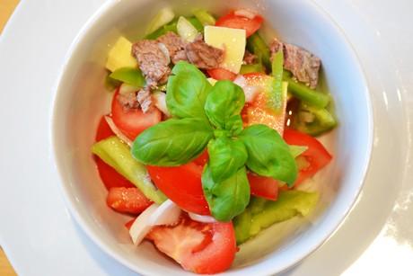 rindfleischsalat-mit-frischem-paprika.jpg