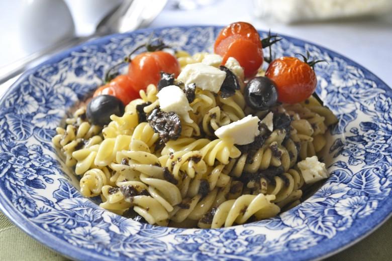 spiralnudeln-mit-oliven-und-mozzarella.jpg