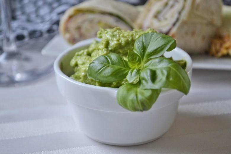 baerlauch-avocadocreme.jpg
