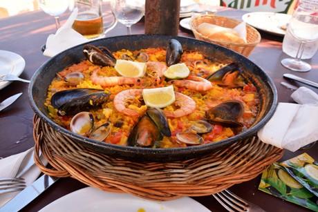 paella-mit-fleisch-und-meeresfruechten.jpg