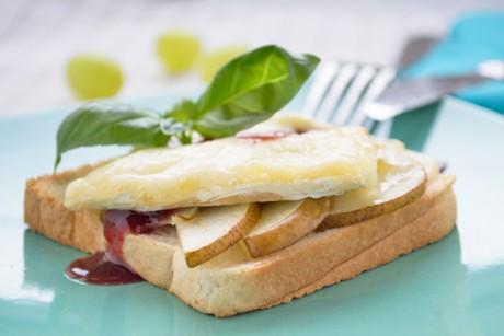 toast-mit-weichkaese-und-birnen.jpg