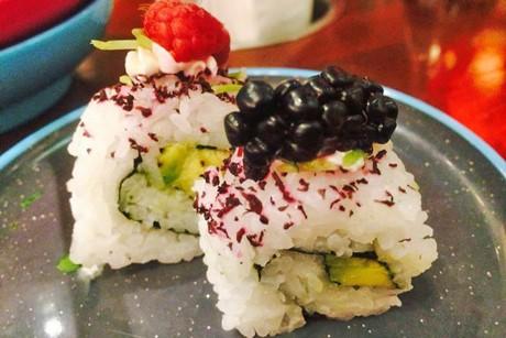 avocado-makis-mit-beeren.jpg