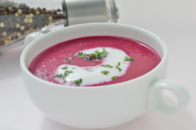 fruehlingshafte-rote-bete-suppe.jpg