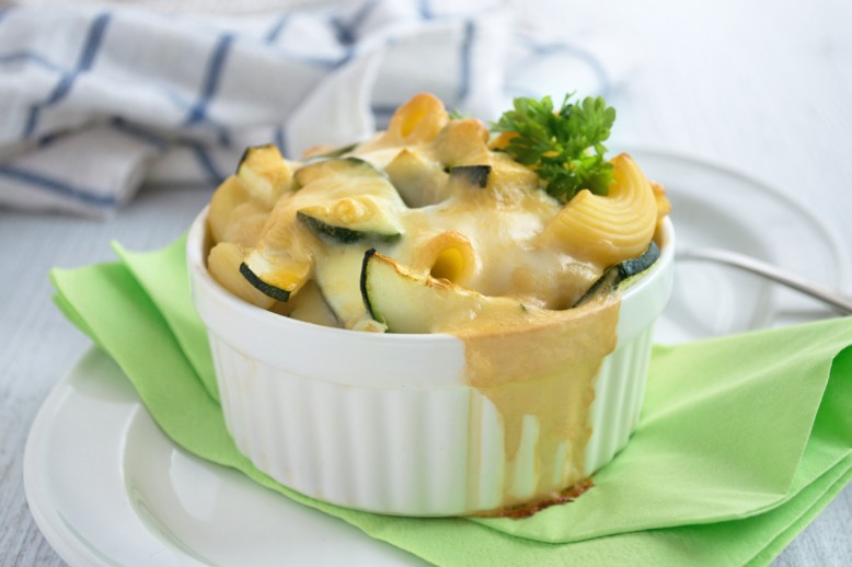 kaesiger-nudelauflauf-mit-zucchini.jpg