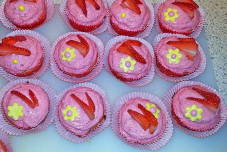 erdbeercupcakes-mit-fruchtigem-frosting.jpg