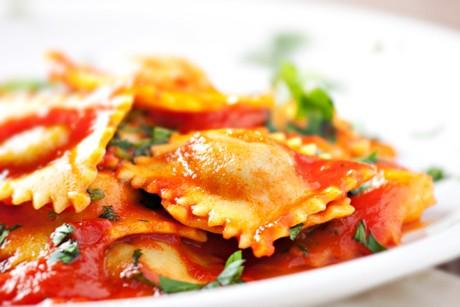 schwaebische-maultaschen-mit-tomatensauce.jpg