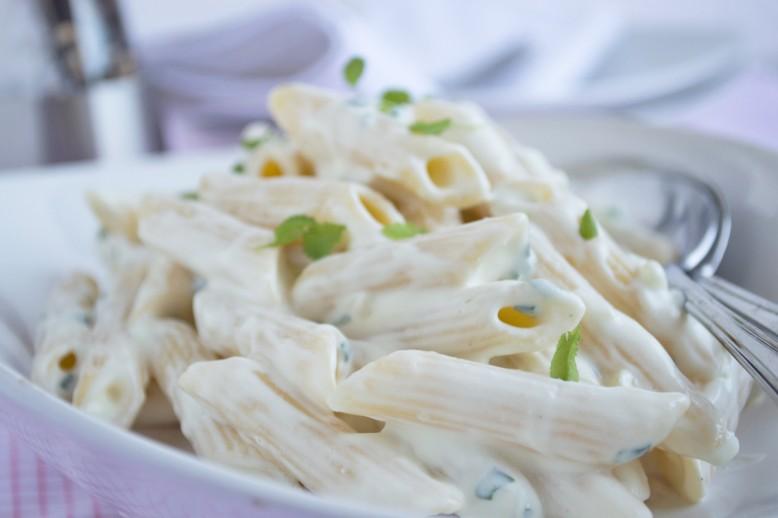 pasta-mit-ziegenkaese-sauce.jpg