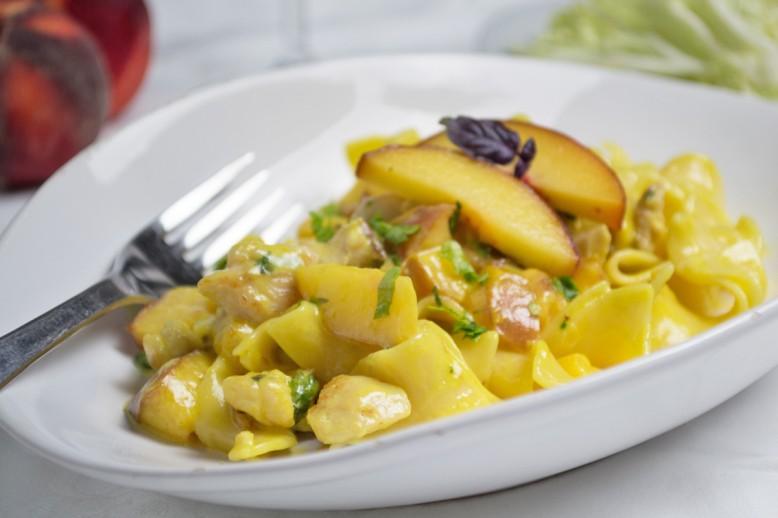 pfirsich-huhn-mit-curry-rahm-nudeln.jpg