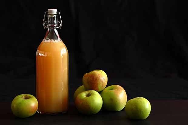 Selbstgemachter Apfelsaft naturtrüb