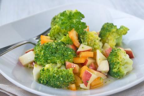 brokkoli-apfel-salat.jpg