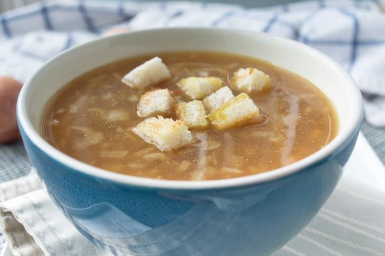 bier-zwiebel-suppe-mit-croutons.jpg