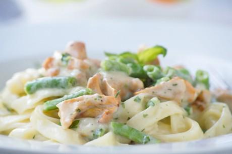pasta-mit-eierschwammerln-und-gruenen-bohnen.jpg