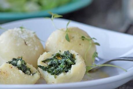 spinatknoedel-mit-parmesan-und-brauner-butter.jpg