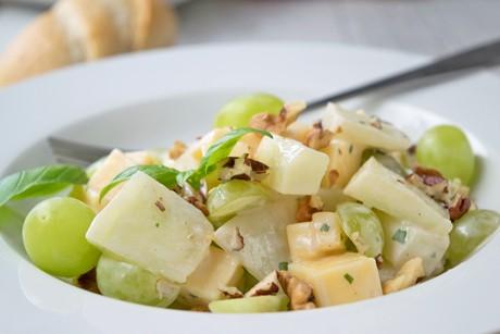 traubensalat-mit-kaese.jpg
