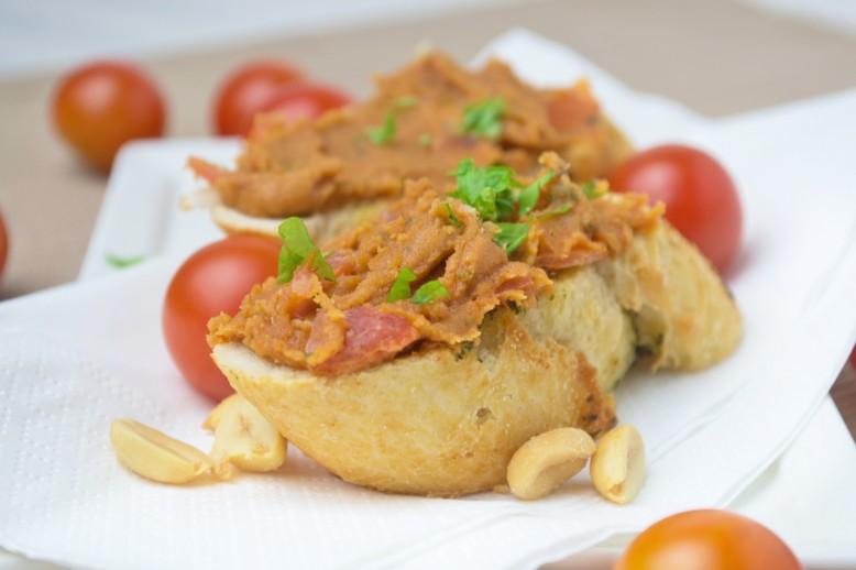 veganer-tomaten-erdnuss-aufstrich.jpg