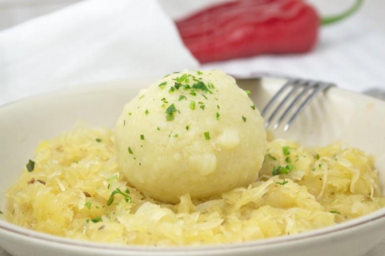 waldviertler-knoedel-mit-sauerkraut.jpg