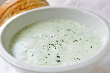 gurken-buttermilch-suppe-mit-honig.jpg