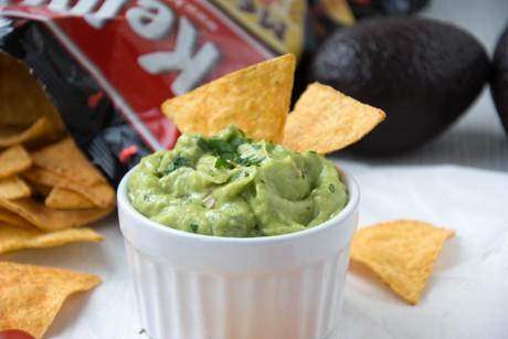tortilla-chips-mit-selbstgemachtem-avocado-dip.jpg