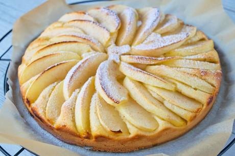 einfache-torte-mit-apfelspalten.jpg