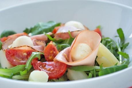 salat-mit-schinken-und-mozzarella.jpg