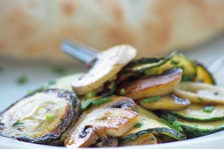 zucchini-pilz-pfanne.jpg