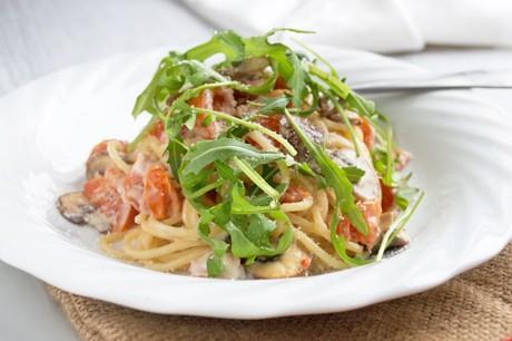 sauerrahm-champignon-spaghetti-auf-rucola.jpg