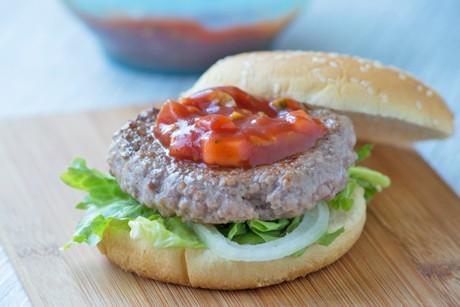 wuerzige-burger-und-barbecuesauce.jpg