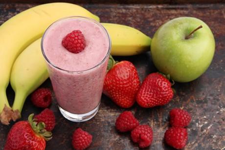 bananenmilkshake-mit-apfel-und-erdbeere.jpg
