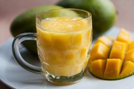 orangeneis-mango-smoothie.jpg