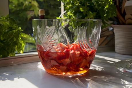 altbierbowle-mit-erdbeeren.jpg