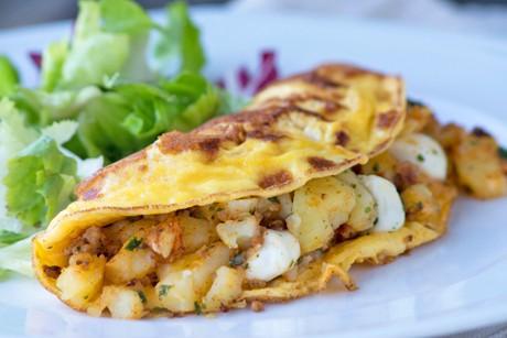 hack-omelettes-mit-kartoffeln-und-mozzarella.jpg