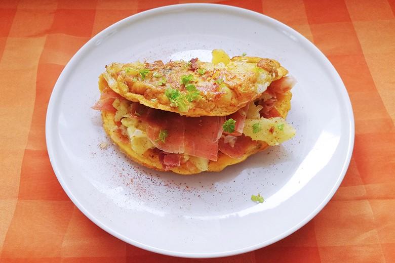 herzhaftes-omelette-mit-prosciutto.jpg