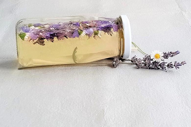 salbei-gaensebluemchen-essig.jpg