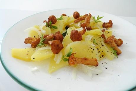 erdaepfel-salat-mit-eierschwammerl.jpg