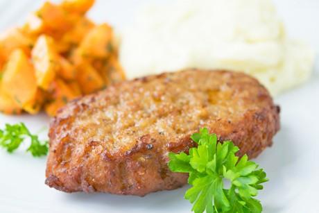 fleischlaberl-mit-pastinakenpueree-und-karotten.jpg