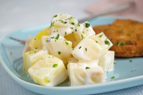 zucchinisalat-mit-rosinen-und-oliven.jpg