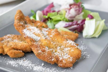 huehnerschnitzel-in-der-safran-parmesan-panade.jpg