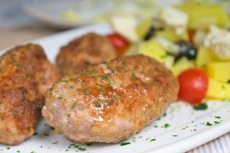 scharfe-cevapcici-mit-erdaepfel-feta-salat.jpg