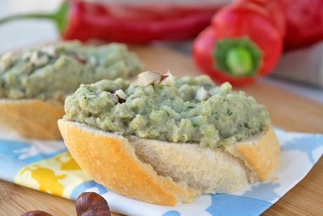 zucchini-melanzani-aufstrich-mit-haselnuessen.jpg