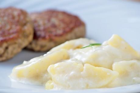 kartoffelsalat-mit-mayonnaise.jpg