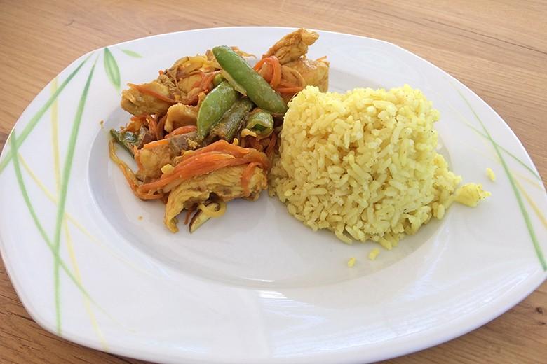 wok-huhn-mit-curry-limetten-reis.jpg