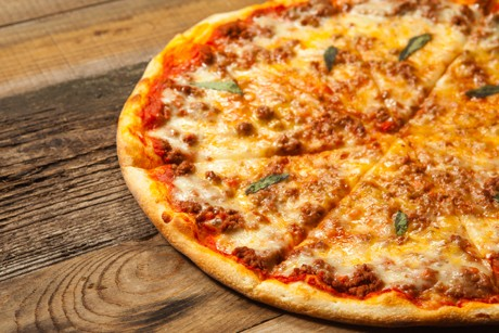 pizza-mit-fleischsauce.jpg