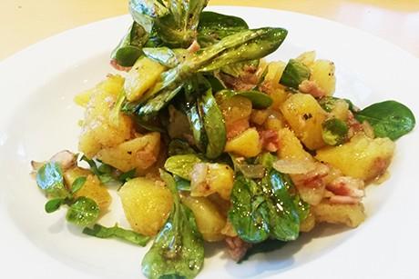 kartoffel-vogerlsalat-mit-speck.jpg