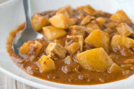 veganes-erdaepfelgulasch-mit-geraeuchertem-tofu.jpg