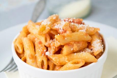 tomaten-pesto-mit-frischen-tomaten.jpg