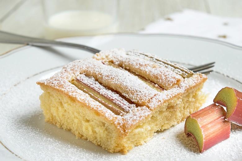 rhabarberkuchen-mit-topfen.jpg
