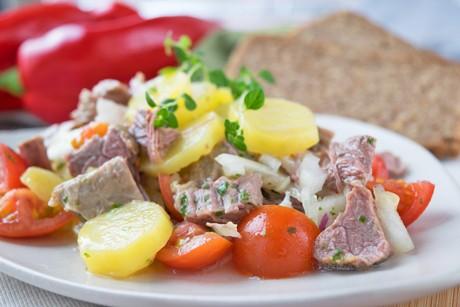 rindfleischsalat-mit-kartoffeln.jpg