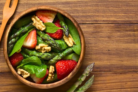 spargelsalat-mit-erdbeeren.jpg