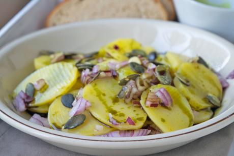 erdaepfel-kuerbiskern-salat.jpg