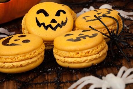 halloween-macarons.jpg